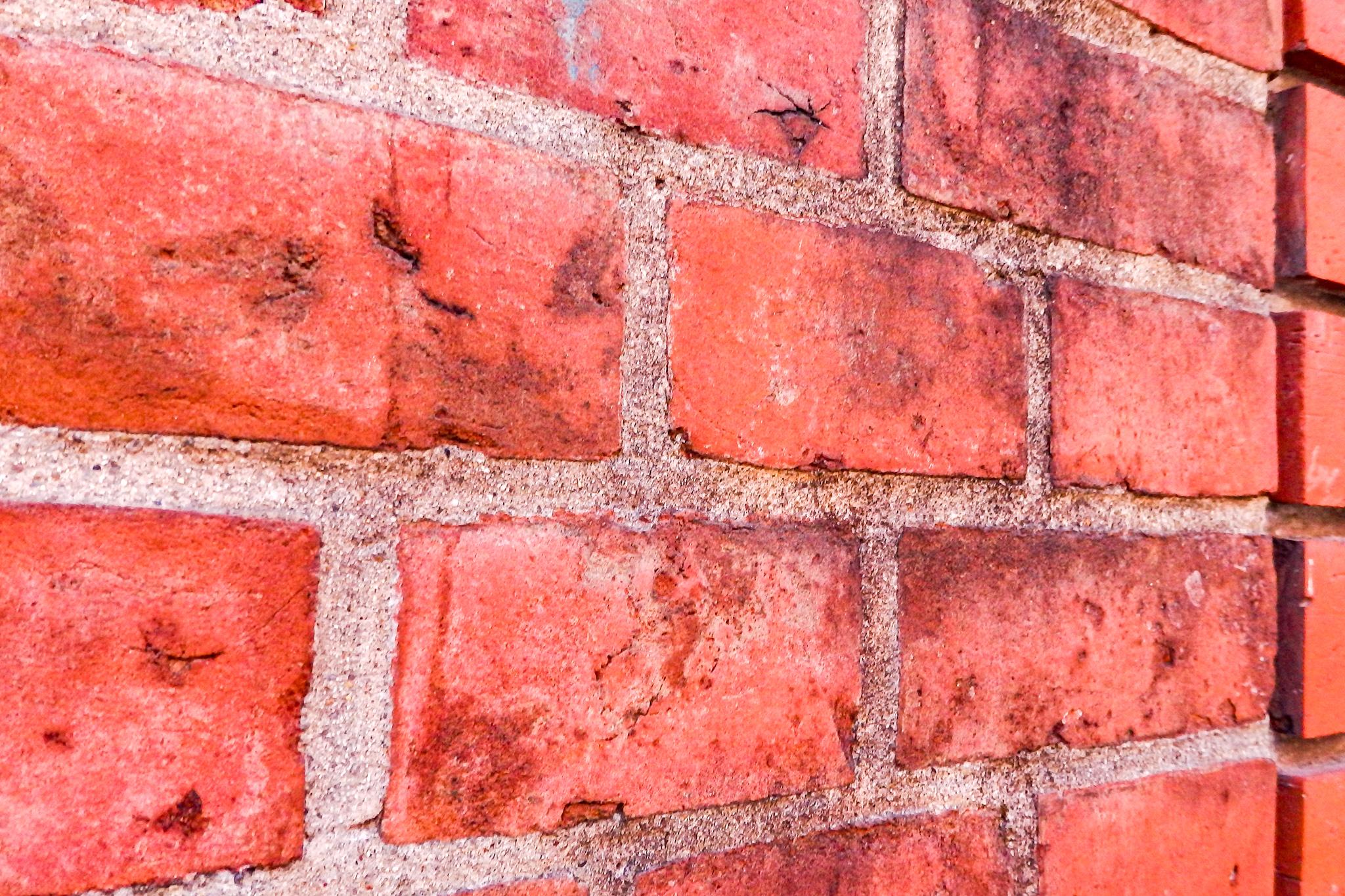 主税町カトリック教会の煉瓦塀